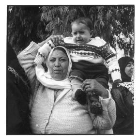 Woman with child Jabalia Gazastrip Jan96 ©1996 Marc De Clercq